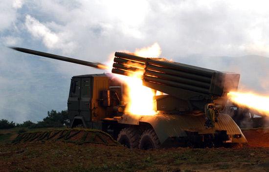 资料图:解放军多管火箭炮对目标远程攻击