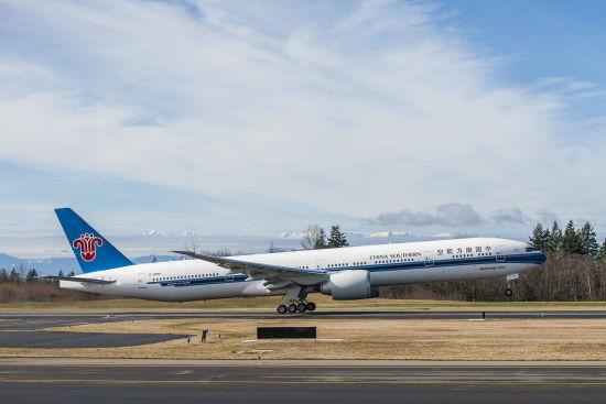 波音交付中国南方航空公司首架777-300ER