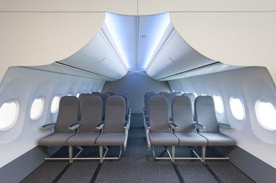 """客户还可以使用""""737波音天空内饰灯光实验室""""来研究纺织品、地毯、挂帘和制服在不同灯光设定下的效果"""