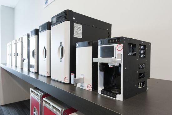 """客户可以在""""737构型工作室""""观察、触摸和操作不同的厨房、座椅和空中娱乐系统选项"""