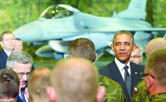 资料图:奥巴马3日抵达波兰开启访欧行程。图为奥巴马检阅美国与波兰F-16战斗机飞行员联合分队。
