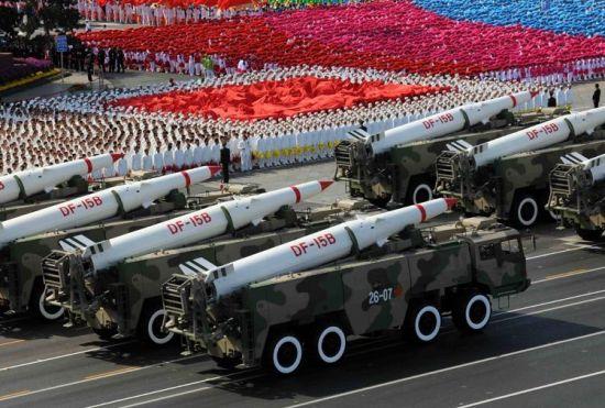 资料图:人民解放军第二炮兵装备的东风-15B型战术地地导弹。