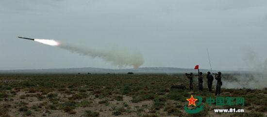 """""""红军""""防空群发射红缨6导弹发射的情景。(中国军网)"""