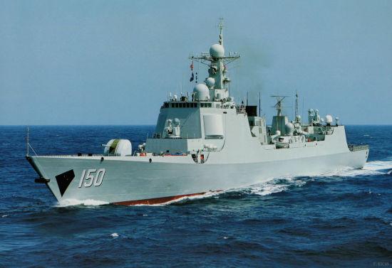 资料图:参考消息网7月29日报道 境外媒体称,中国继2013年在东海设立防空识别区后,又在中央军事委员会的统筹下,跨越战区,设立了东海联合作战指挥中心。图为东海舰队最新服役的052C级导弹驱逐舰150号长春舰。该舰为东海舰队新旗舰。