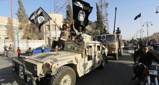 """资料图:ISIS挥舞黑旗庆祝""""建国"""""""