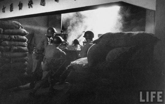 资料图:金门炮战中国民党军正在进行炮击