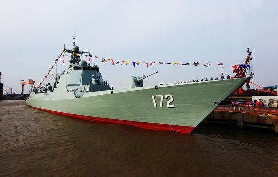 """资料图:2014年3月21日,中国海军最新052D型导弹驱逐舰""""昆明""""号举行了入列仪式。"""