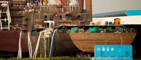 中国某军工船厂内正在建造的大型执法船