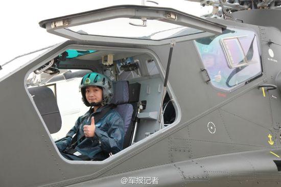 中国陆航首批武装直升机女飞行员精彩亮相