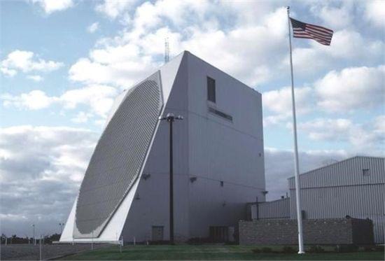 """资料图:美国本土的""""铺路爪""""雷达天线"""