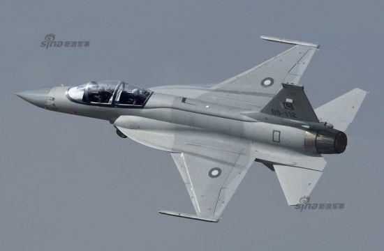 资料图:枭龙战机双座型CG图