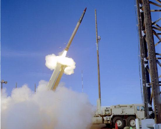 美国THAAD系统拦截弹发射。