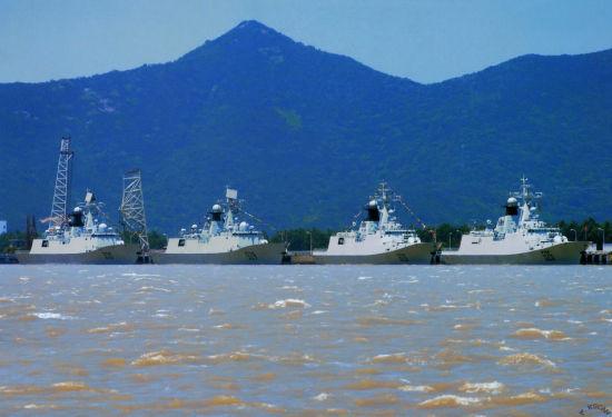 资料图:近年日本不断加强在西南诸岛的军事实力,但是日本海自已经很难在钓鱼岛海域取得对中国大陆和台湾海军的优势。由于钓鱼岛距离台湾和大陆更近,如果一旦爆发冲突,日本海自进入中国近海将面临巨大的防空和反潜压力并没有多少机会是施展他的快速登陆舰抢滩。