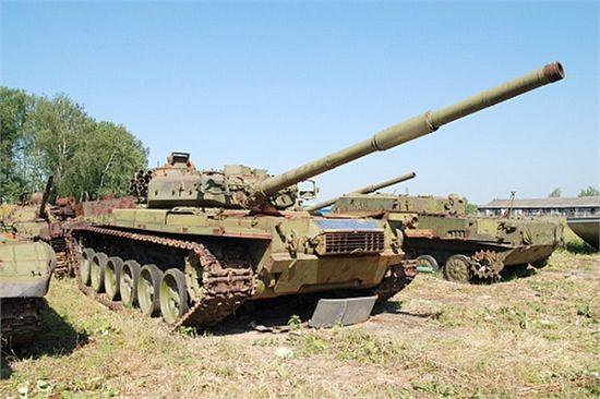 """资料图:苏联主战坦克的遗腹子""""187工程""""坦克,可见它的炮塔已经改为焊接式,主炮也是全新研制――它的部分技术现在被沿用到T-90坦克上"""