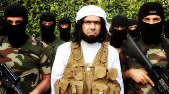 """资料图:Shakir Wahiyib是""""伊拉克和黎凡特伊斯兰国""""(ISIS)的刽子手头目,专门用残忍手段处决各类敌人。与其他武装分子重要人物不同,Wahiyib出镜时从来不遮住自己的脸。"""