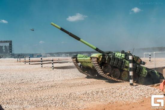 资料图:上下坡粗暴驾驶往往会给坦克本身造成一定的损坏导致故障。