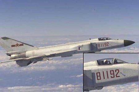 资料图:王伟驾驶歼8-2战斗机拦截美军侦察机