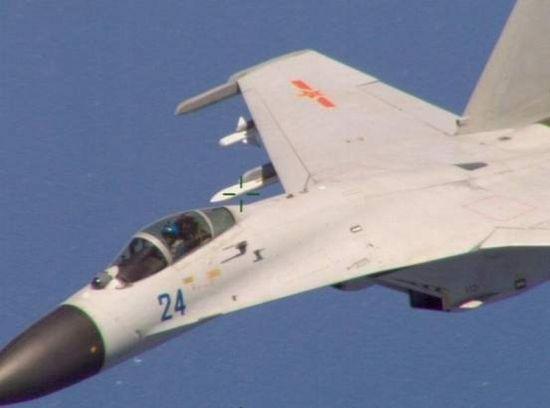蓝色24号歼-11B战机飞行员