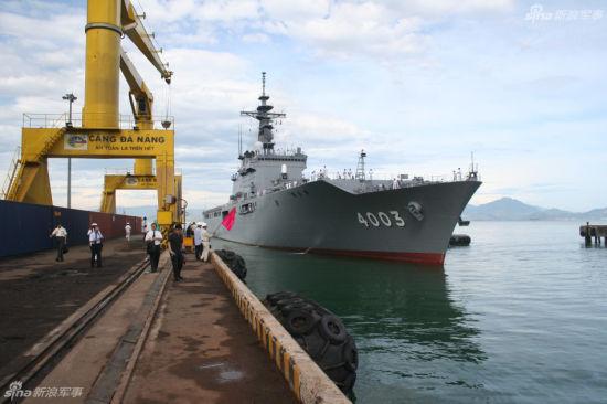 资料图:为越南撑腰,日本两栖舰搭载美军抵达越南演习