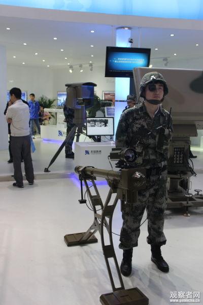 """新型""""猎影""""系统单兵终端,该系统采用了FN-6导弹,在导弹上方加装了一部红外热成像仪"""