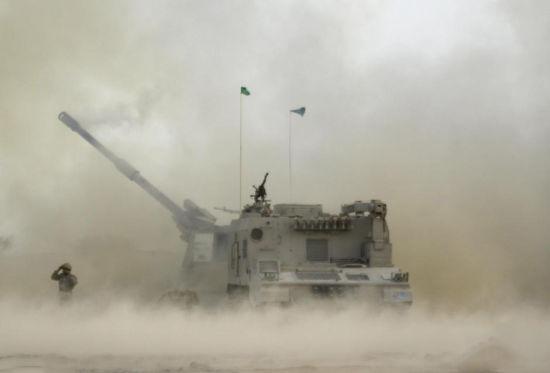 PLZ-45自行榴弹炮射击