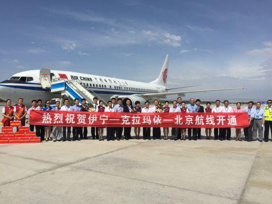 国航开航北京-克拉玛依-伊宁航线。(摄影:张适)