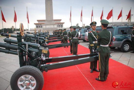 第32代礼炮兵初次在天安门迎宾