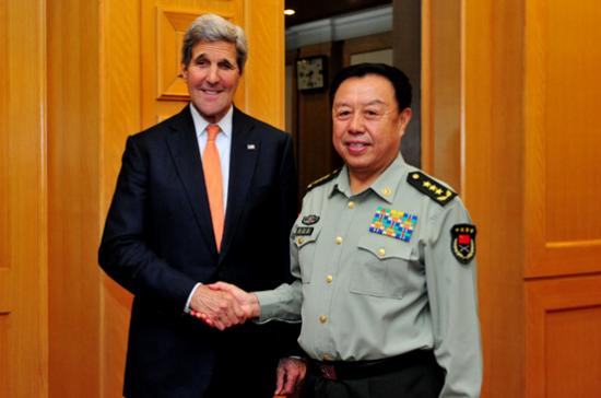 5月16日下午,中心军委副主席范长龙大将在八一大楼会晤了来访的美国国务卿约翰?克里。李晓伟摄