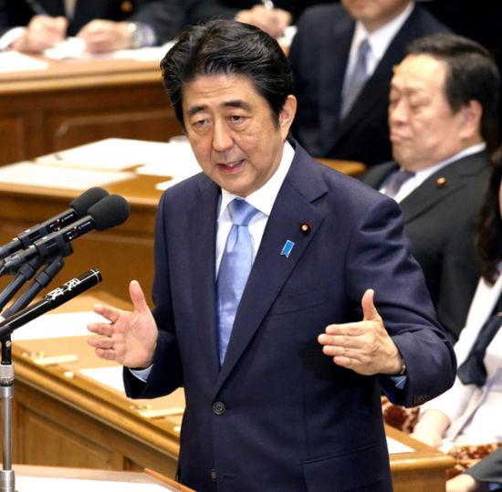 日本首相安倍晋三20日在日本国会参加党首辩论