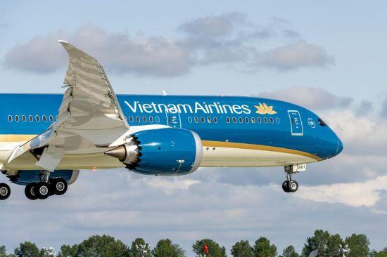 一架即将交付越南航空的787-9梦想飞机将参加于6月15-21日举行的巴黎航展的飞行表演