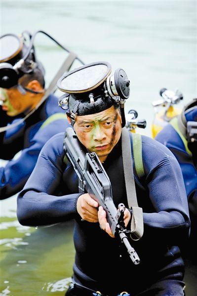 黎登贵停止水中搜刮锻炼。高效文摄