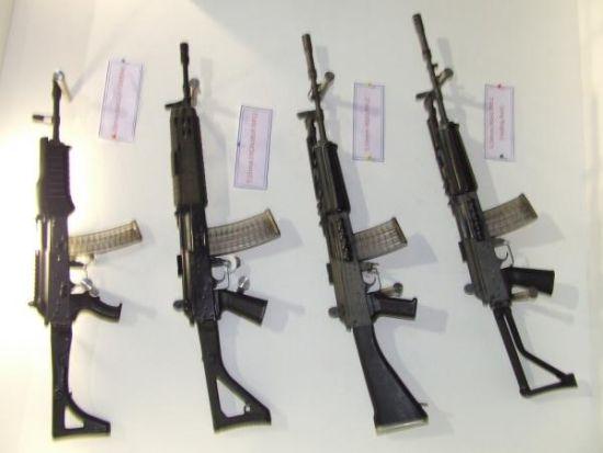 以是这类步枪实在早就露过面了,其枪机局部与INSAS并没有大变。