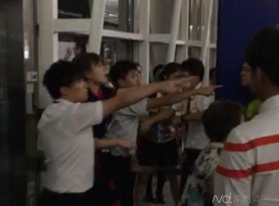 当时6名内地乘客与7名香港地勤人员发生冲突