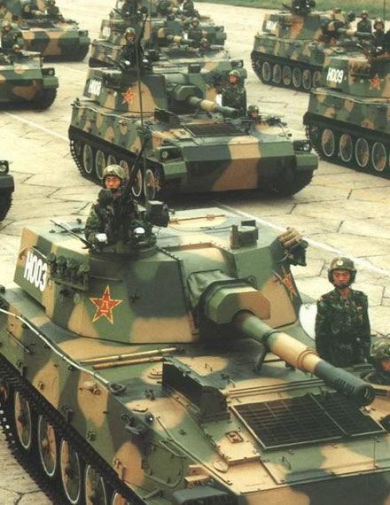 资料图:国庆50周年大阅兵参阅履带式122毫米自行榴弹炮方队