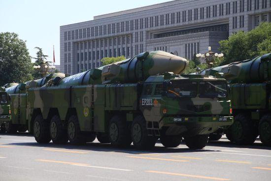 东风-21D反舰弹道导弹参加阅兵