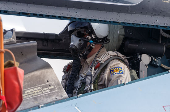 苏-30SM战斗机座舱内的飞行员