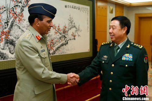 范长龙会见巴基斯坦陆军参谋长。