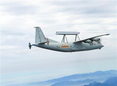 该师战机进行低空突防课目训练。