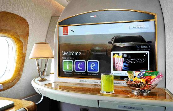 新交付的阿联酋航空B777-300ER客机上的头等舱娱乐系统屏幕达32英寸