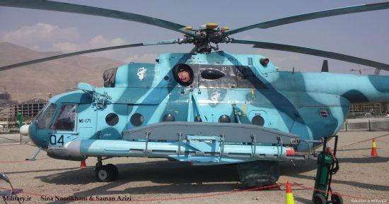 """在机翼下照顾""""努尔""""导弹的米-171直升机,留意导弹在导轨上的方位,前方另有一段时间。阐明这枚导弹是完好的舰射/岸基型导弹,而不是特地研制的空射型,因而仍需运用固体助推器,以便在高空低速发射"""