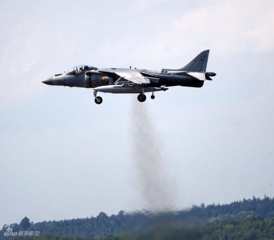 发动机共同推动飞机垂直起飞