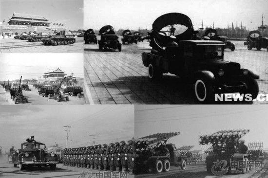 1953年第五次国庆阅兵,中国人民志愿军代表团出现在天安门观礼台上。火箭炮兵方队第一次出现在受阅队伍中。
