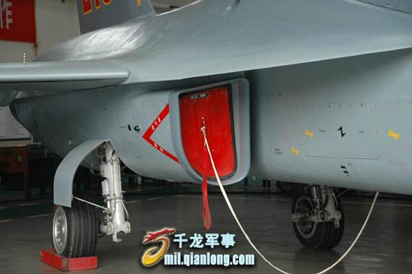 超音速飞机,配装两台涡轮风扇发动机