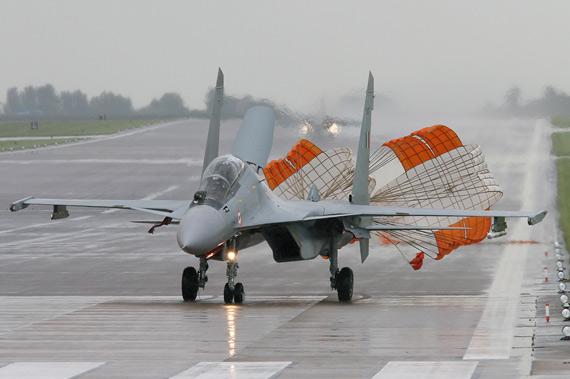 图文:苏-30MKI不加油航程比幻影2000大40%