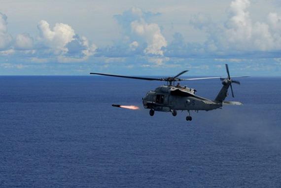 图文:美军航母舰载机能提供远程打击和预警