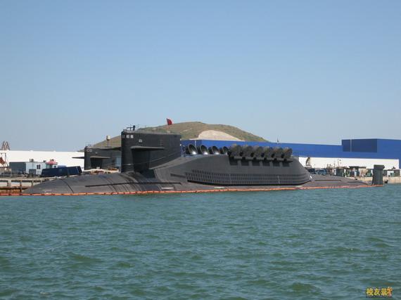 图文:中国最新094潜艇打开导弹发射口