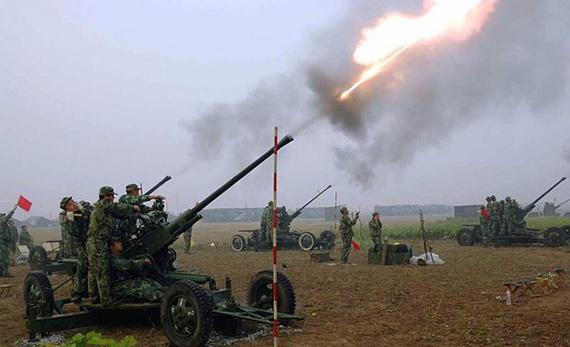 图文:国产65式37毫米高炮开火