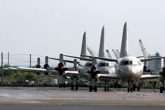 图文:海上自卫队拥有100架P-3C巡逻机