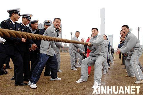 组图:中国海军官兵与日本军人举行交流活动