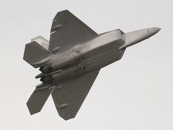 F-22A发动机和巨大背面对视距内空战隐身很不利